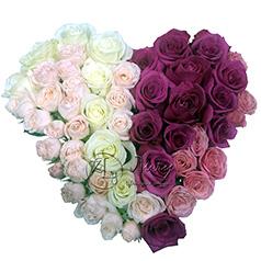 Сердце из разноцветных роз