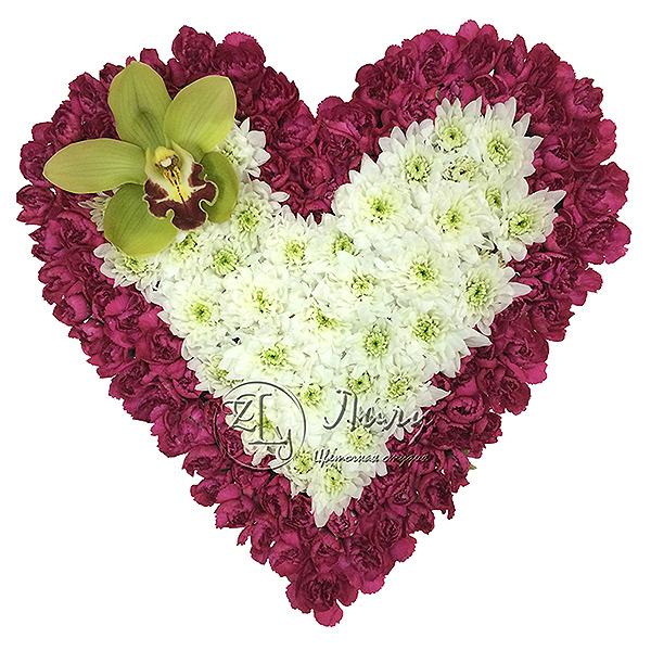 Сердце из хризантем и орхидеи